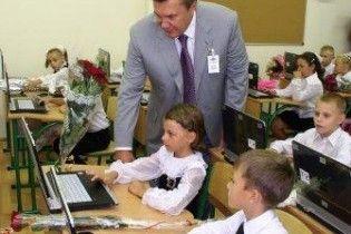 Януковичу придется уволить 100 тысяч учителей