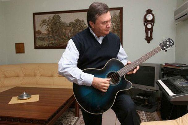 Янукович в Межигорье обзавелся голубятнями и водопадами