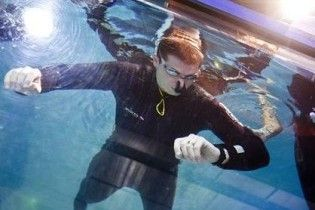 Швейцарский дайвер продержался под водой без воздуха почти 20 минут