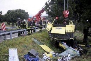 В Италии перевернулся автобус с туристами, десятки пострадавших