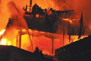 Китайцы фейерверком сожгли памятник архитектуры