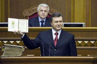 Янукович урезал себе зарплату на 50%