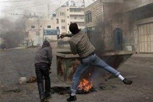 В Хевроне палестинские подростки устроили беспорядки