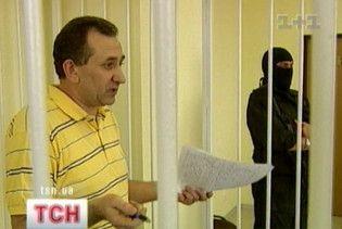 Скандальный экс-судья Зварыч погрыз и порвал 600 страниц своего дела