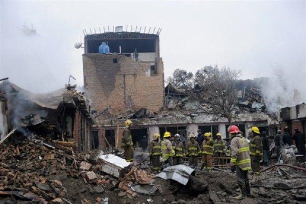 Террористы-смертники атаковали центр Кабула, не менее 17 жертв