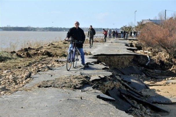 В Западной Европе жертвами урагана стали больше 50 человек