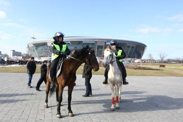 Лошади будут охранять стадион Ахметова