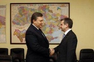 Российский посол Зурабов вручил верительные грамоты Януковичу
