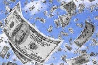 В США из банковского фургона на ходу выпало 200 тысяч долларов
