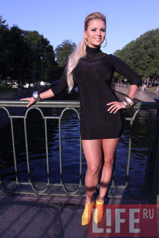 """Пышногрудая Анна Семенович обнажилась ради """"настоящих мужчин"""""""