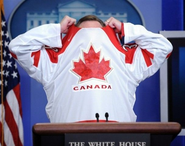 Обама послал канадскому премьеру проспоренный ящик пива