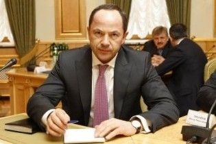 """Тигипко считает Азарова """"премьером вчерашнего дня"""""""