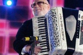 Табачник подарил губернатору Житомирщины аккордеон за 3,5 тысячи долларов