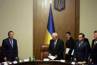 Азаров в пятницу представит новый состав правительства