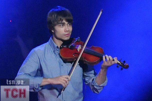 Александр Рыбак разбил скрипку о диван