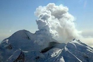 В Исландии объявлена чрезвычайная ситуация из-за извержения вулкана