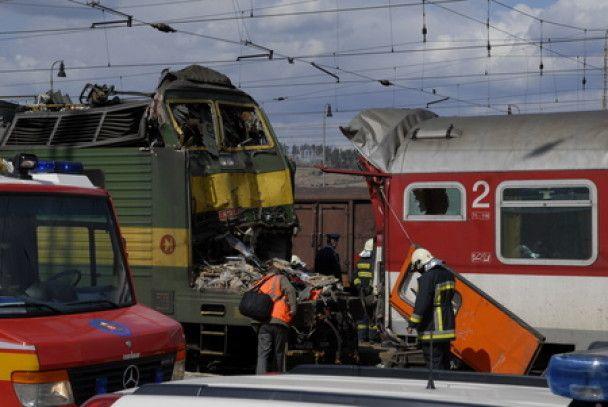В Словакии локомотив протаранил пассажирский поезд, есть жертвы