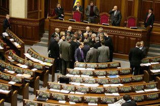Депутаты-оппозиционеры заблокировали Верховную раду