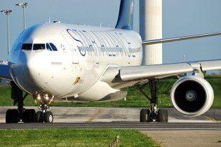 В каирском аэропорту самолет с 195 пассажирами врезался в столб