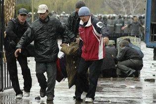 В охваченном беспорядками Бишкеке началось массовое мародерство