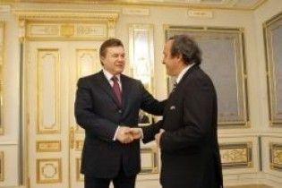 Янукович гарантировал Платини, что Украина будет готова к Евро-2012