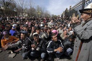 Сторонники Бакиева собрали в поход на Бишкек 25 тысяч человек