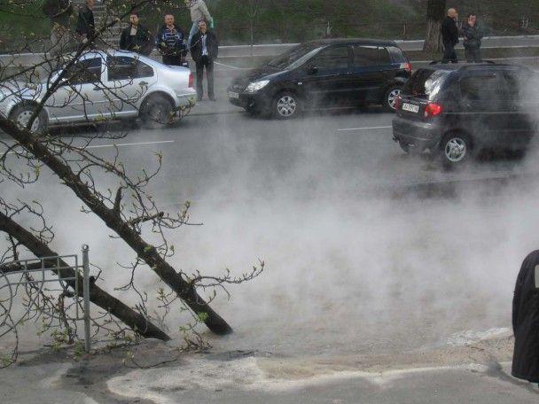 Из-за прорыва труб центр Киева залило кипятком