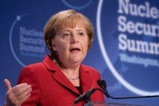 Меркель скажет Януковичу, что в Украине ущемляются немецких экспертов