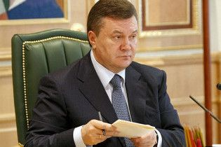 Гастарбайтеры передадут Януковичу посылку с дешевым газом
