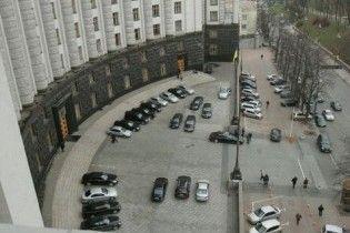 """Из-за кризиса министры Азарова пересели на старые """"Лексусы"""""""