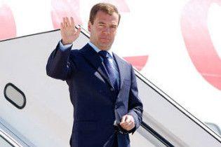 Медведев совершил свой первый президентский визит в Украину