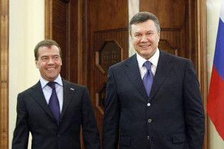 Оппозиция: Янукович распродает Украину