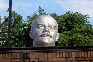 На Виннитчине мужчина оторвал голову Ленину за бутылку водки