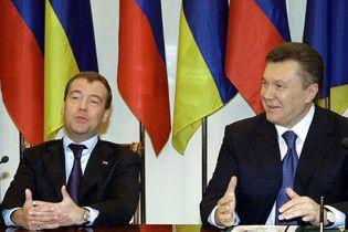 Западные СМИ: Янукович стоит перед Москвой на задних лапках