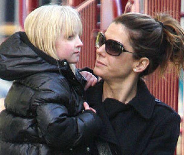 Сандра Баллок не собирается расставаться с мужем-изменником