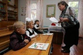 Кабмин отправил учителей на прием к психиатру