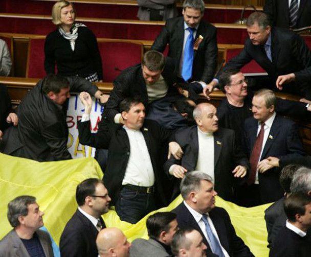 В Севастополе ратификацию соглашения по ЧФ РФ транслировали в спортбарах