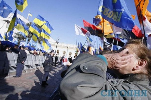 Трое милиционеров госпитализированы после столкновений с оппозицией у ВР