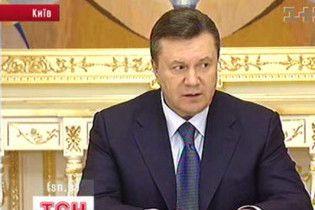 Янукович поручил Кабмину оказать гуманитарную помощь Таджикистану