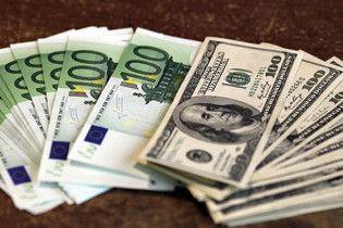 Евро на межбанке немного подешевел