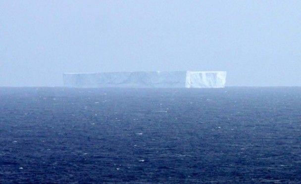 Гигантский айсберг доплыл до Австралии