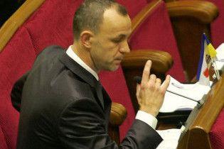БЮТ заблокировал трибуну Рады и хочет роспуска парламента
