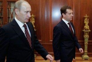 Россияне предпочитают Путина, а не Медведева