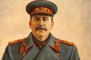 В Лондоне в фойе театра установили статую Сталина