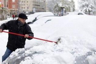 Глава Киевавтодора объяснил, почему не убирают снег с дорог