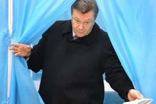 """Янукович проголосовал за """"хорошие перемены в жизни"""""""