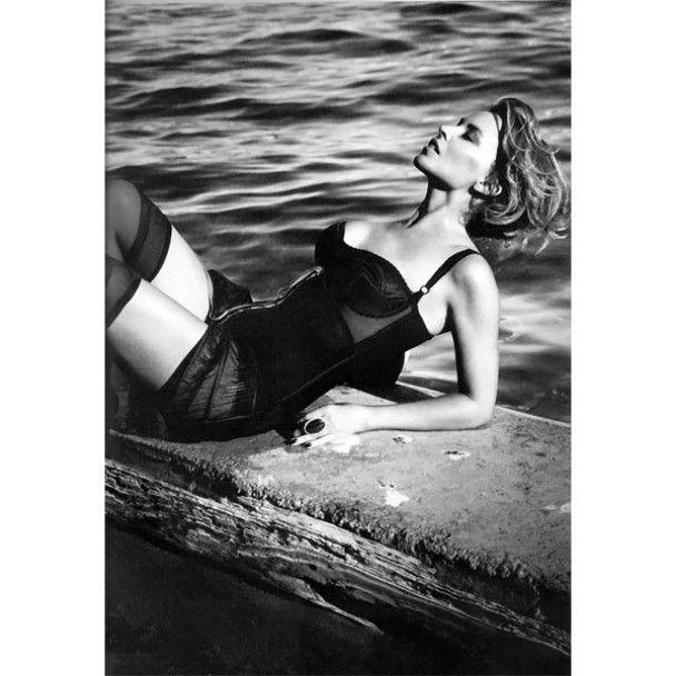 Сексуальная Кайли Миноуг в испанском Vogue
