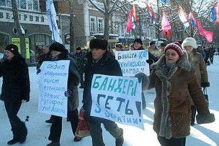 """В Николаеве провели """"похороны Бандеры"""" и выбросили гроб на свалку"""
