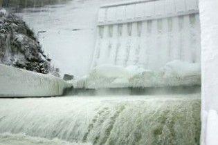 Над Саяно-Шушенской ГЭС нависла новая угроза: огромный айсберг