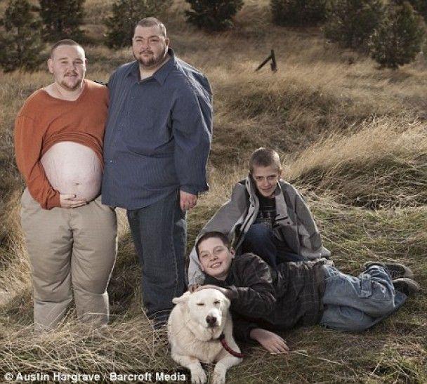 Второй в мире беременный мужчина ждет первенца-мальчика